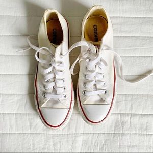 Preloved White Converse size 5 / fits like size 8